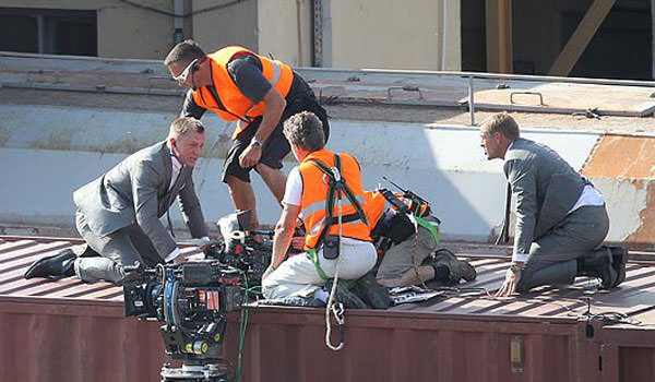 Daniel Craig Skyfall Train Stunt being filmed