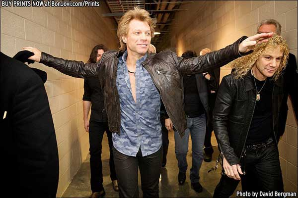 Jon Bon Jovi - Camo shirt world tour 2013