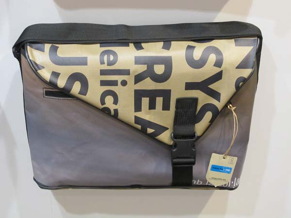 Vaho man bag Barcelona with clip. Made from recycled material.