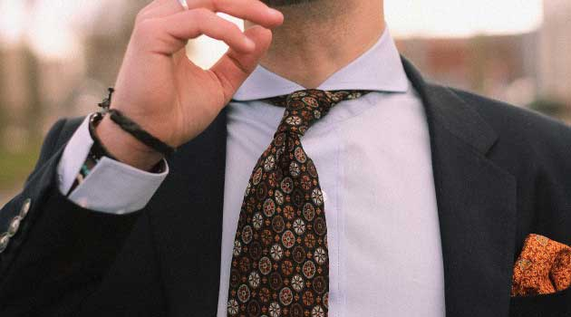 Men wearing a vintage style tie