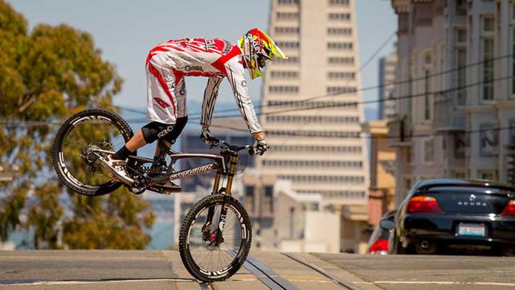 Greg Minnaar - Downhill world mountain bike champion 2013 (2)