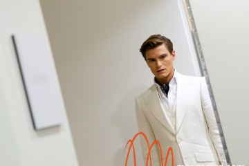 Oliver-Cheshire-marksandSpencer-ss15-White-Suit-Maria-Scard-London-Collections-Men