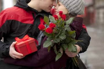 flowers-and-gift-for-valentines-day