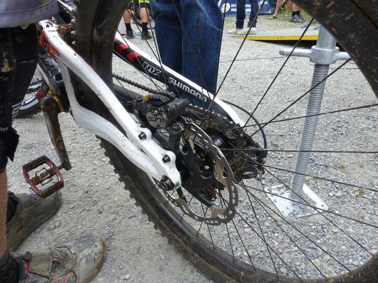 greg-minnaar-andorra-thumb-injury-2015.jpg-santa-cruz-bikes-failure