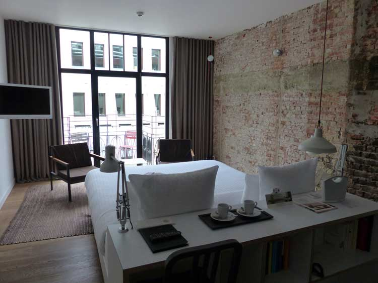 9hotel-collection-brussels-menstylefashion-review-2015.--bedroom