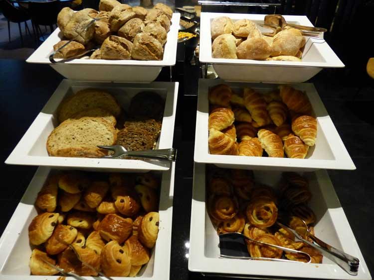 TheHotel-Brussels-Menstylefashion-2015-review-breakfast--breadjpg