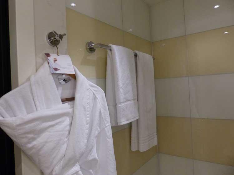 The-Westin-Grand-Berlin.jpg-bathroom.-towels