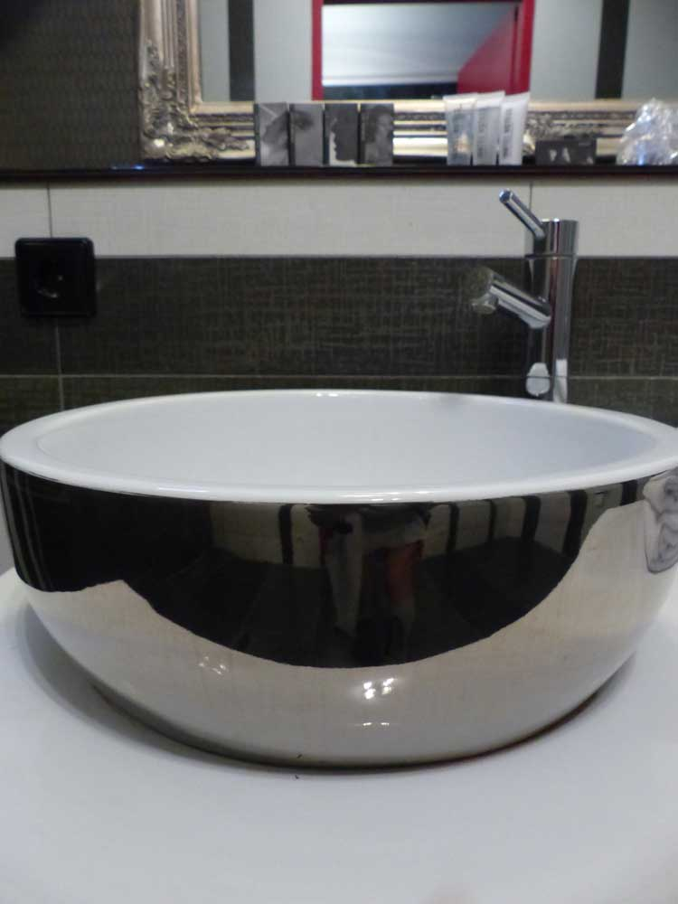 InntelHotel---Art-Eindhoven-Philips-Light-Tower-MenStyleFashion-(1).jpg-Bathroom-round-bowl