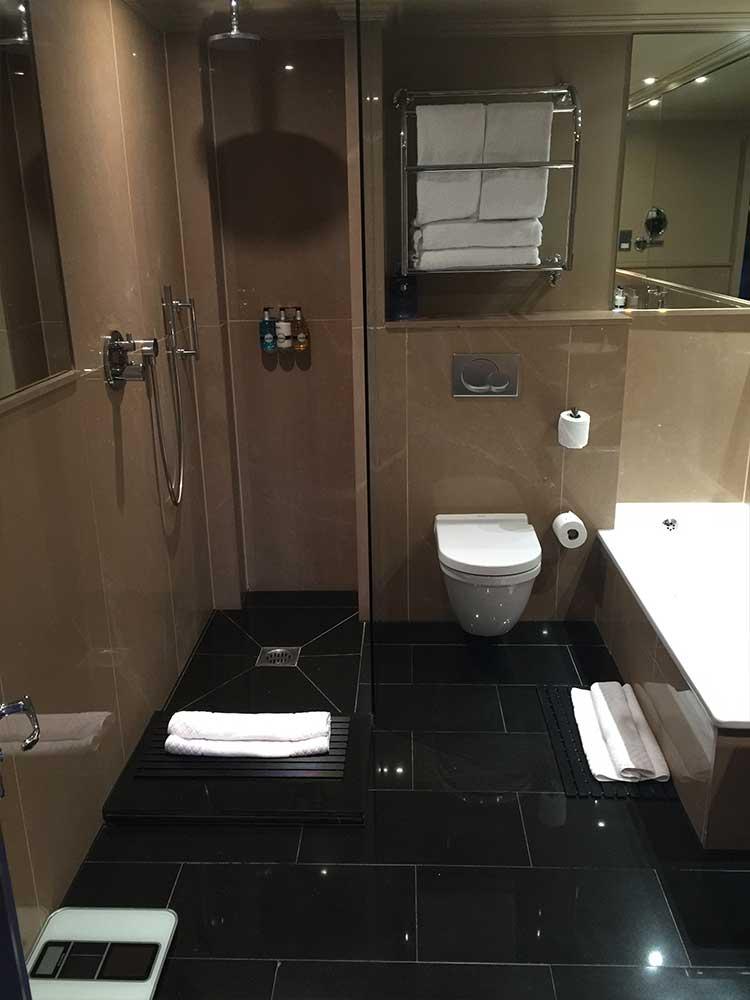 Radisson-Bathroom-2