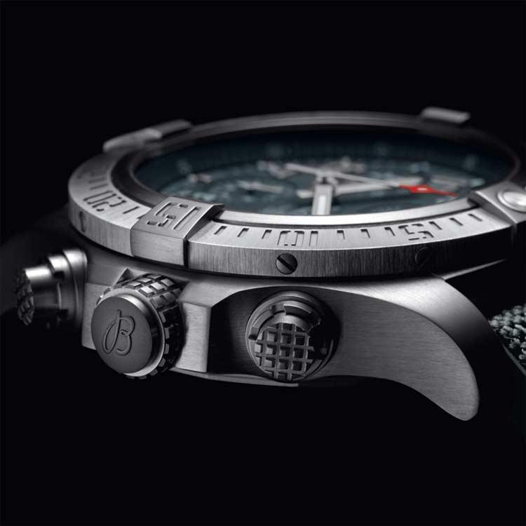 Breitling-Avenger-Bandit-watch-side