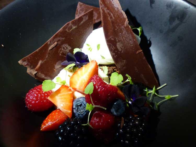 RoomMate-Aitana-MenStyleFashion.-CHocolate-berries