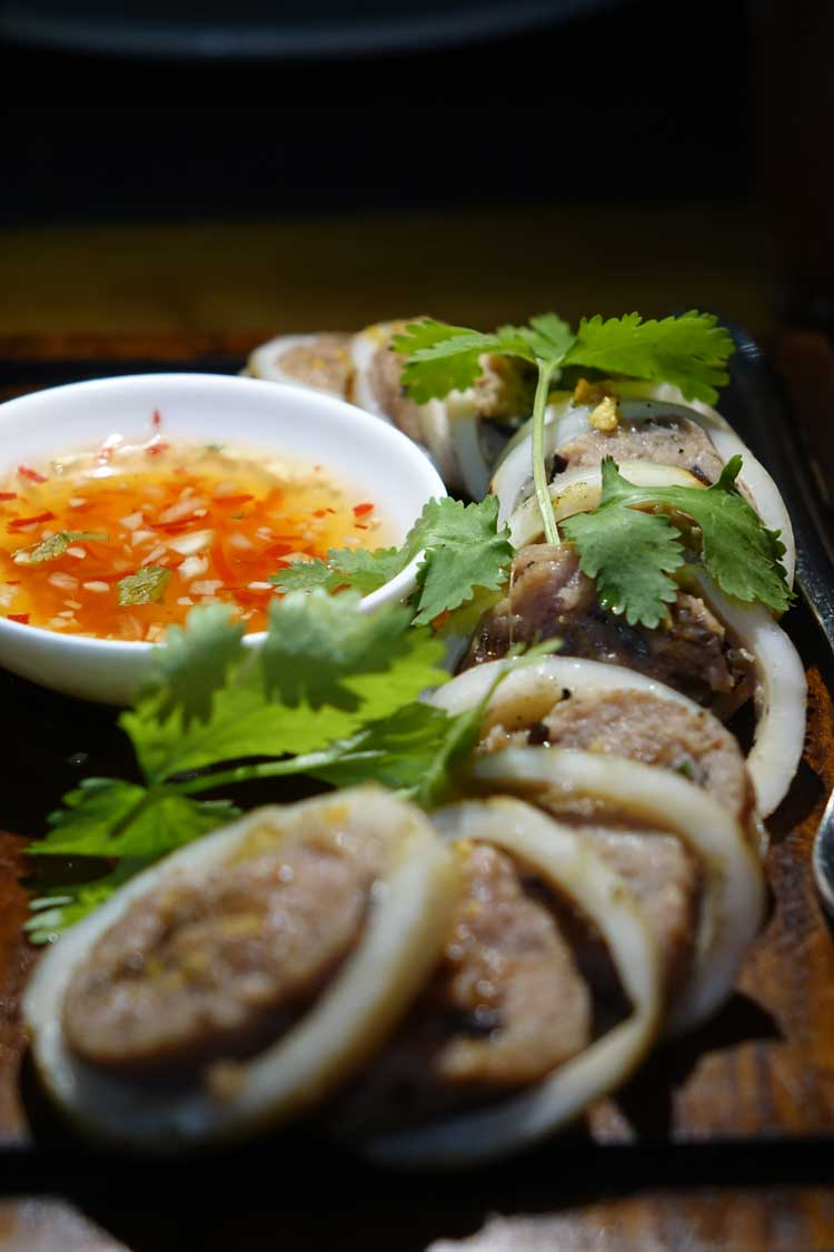 Alila muc don thit squid stuffed with minced pork