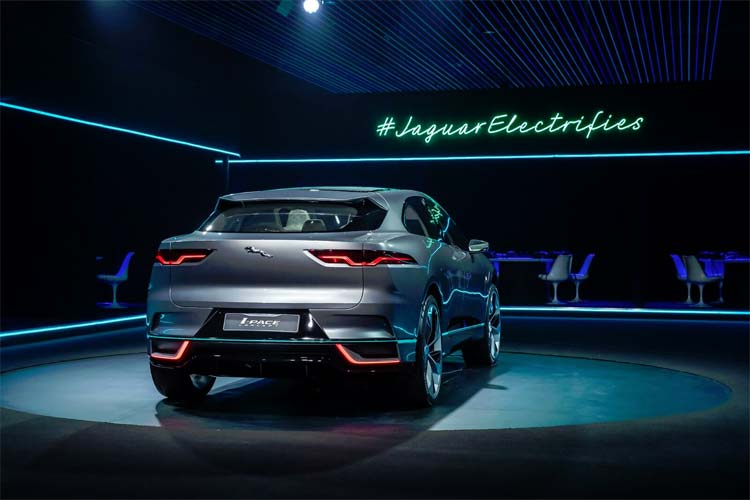 jaguar-electrifies-ipace-concept-car-4