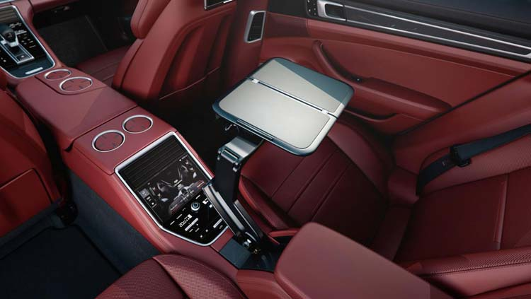 low_interior_panamera_4_e_hybrid_executive_2016_porsche_ag-1