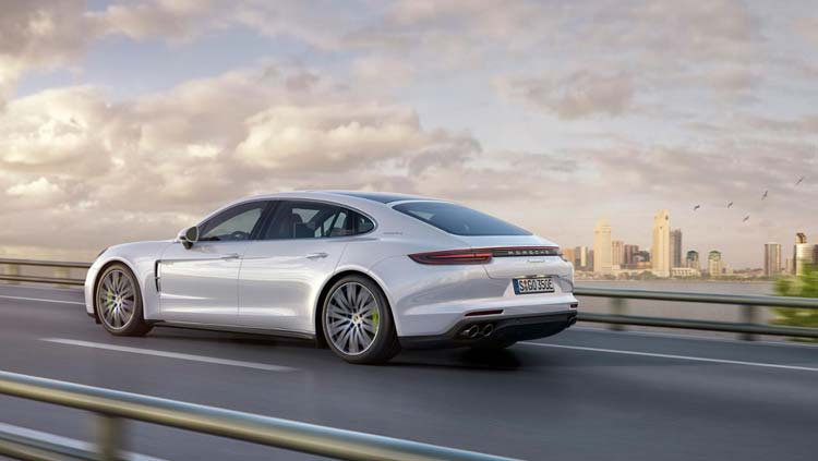 low_panamera_4_e_hybrid_executive_2016_porsche_ag