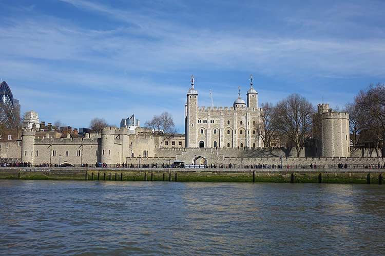 Tower of London view for the river Thames