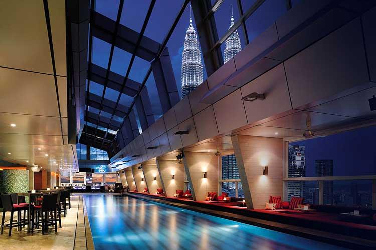 Sky-bar-traders-hotel-1