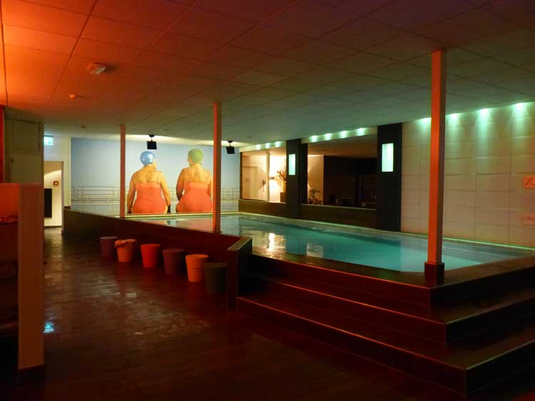 mainport-hotel-room-pool-heaven