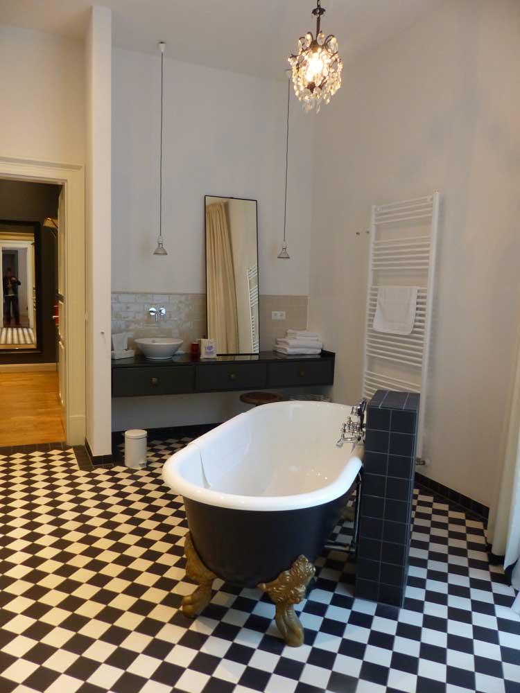 Gorki-Apartments-Berlin.jpg-bathroom
