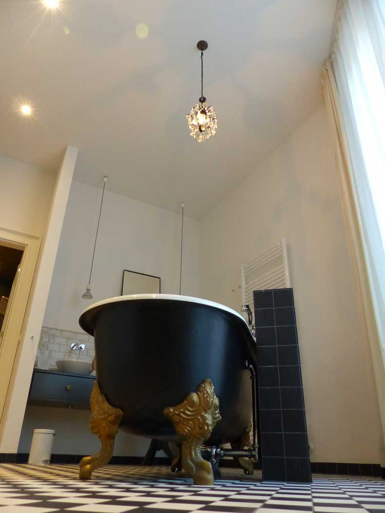 Gorki-Apartments-Berlin.jpg-bathroom.jpg-victoria
