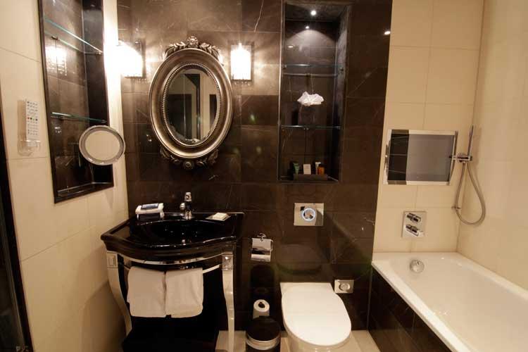 Hilton-Syon-Park-MenStyleFashion-Luxury-Week-London.-bathroom