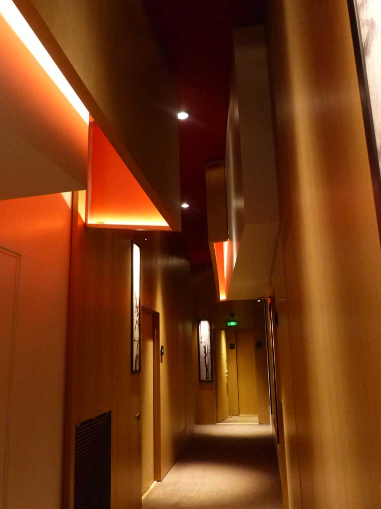 Hotel-Le-Cinq-Codet-Paris-France-bar.jpg-Do-not-disturb-light