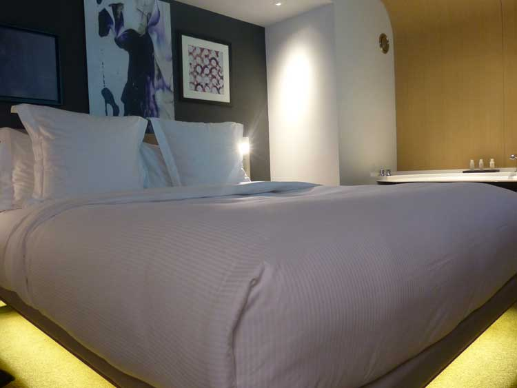 Hotel-Le-Cinq-Codet-Paris-France.jpg-Bedroom