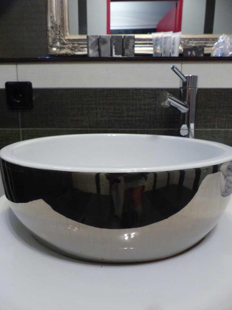 InntelHotel---Art-Eindhoven-Philips-Light-Tower-MenStyleFashion-(1).jpg-Bathroom-round-bowl