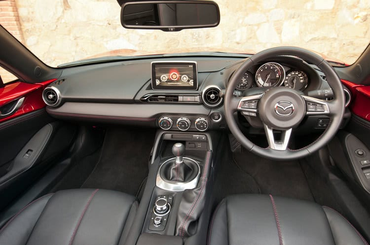 rsz_2016-mazda-mx-5-miata-right-hand-drive-interior