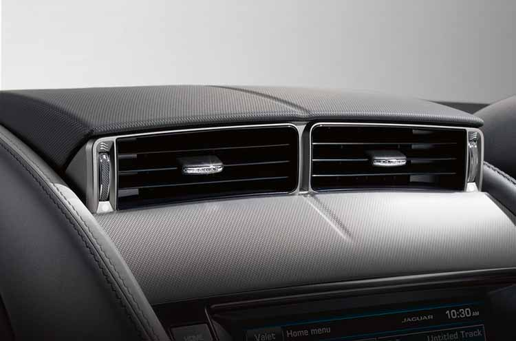 Jaguar F-Type Convertible Active center air vents up