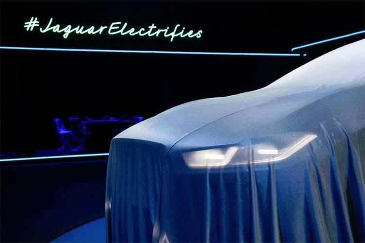 jaguar-electrifies-ipace-concept-car-2