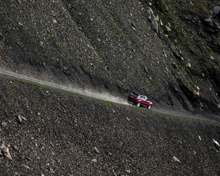 range-rover-sport-downhill-alpine-ski-challenge-3