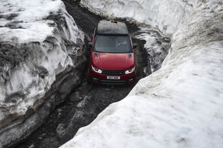 range-rover-sport-downhill-alpine-ski-challenge-6
