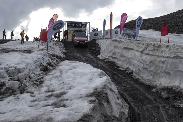 range-rover-sport-downhill-alpine-ski-challenge-9