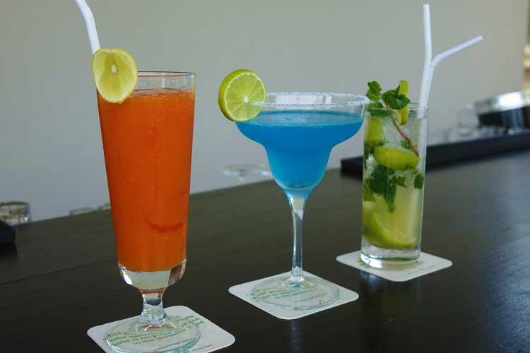 Jetwing Lake Hotel Dambula Sri Lanka Review - cocktails