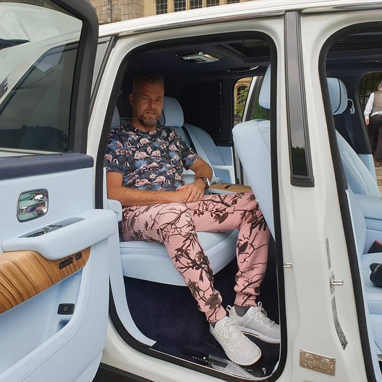 Rolls-Royce-Cullinan-SUV-2019-MenStyleFashion